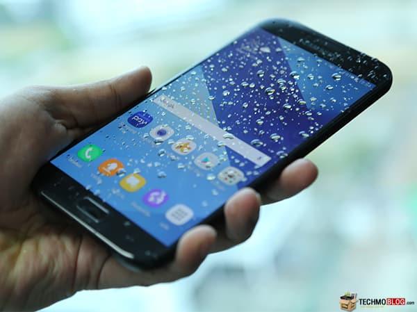 Samsung Galaxy A7 (2017) มือถือกันน้ำ 5