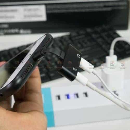 Lightning adapter for iPhone 7 8 X Xr ฟังเพลง ใช้ไมค์ได้ พร้อมชาร์จ ยี่ห้อ Suntaiho-สายแบน โค้งงอได้